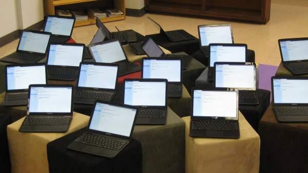 9c/5f/technology-integration-in-classroom.jpg