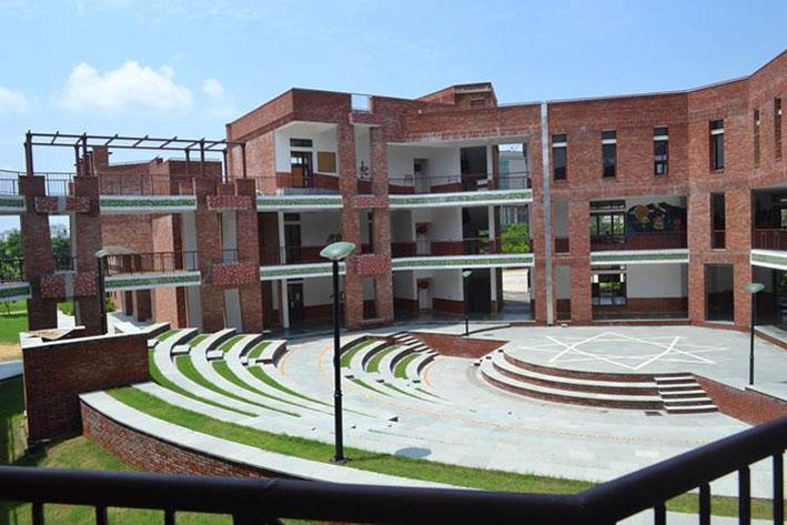 shikshantarschool1.jpg