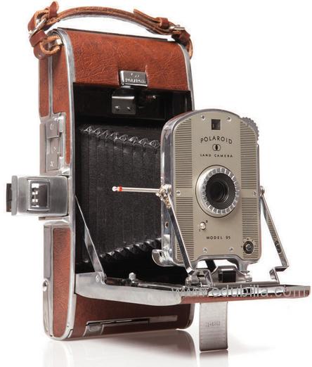 polaroidselfdevelopingfilmcamera3.png