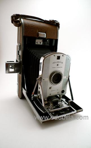 polaroidselfdevelopingfilmcamera2.png
