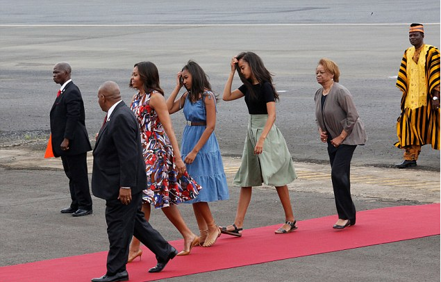 4b/3c/michelle-obama-pushes-for-girls-education-in-liberia.png