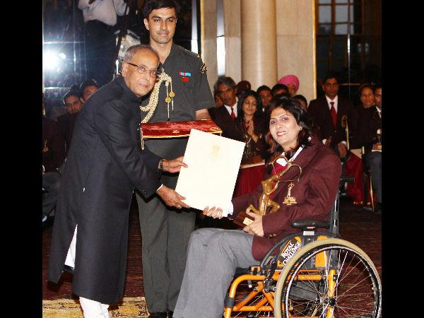 56/3e/1st-indian-woman-deepa-malik-wins-silver-in-shot-put-paralympics.jpg
