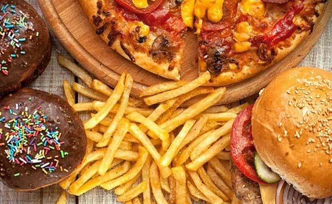 6f/b2/junk-foods-banned-in-punjab-schools.jpg