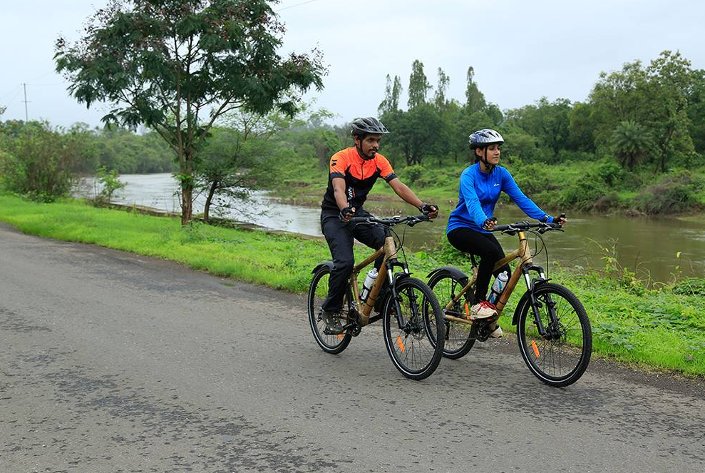 79/cb/two-indian-cyclists-to-raise-funds-for-girls-education.png