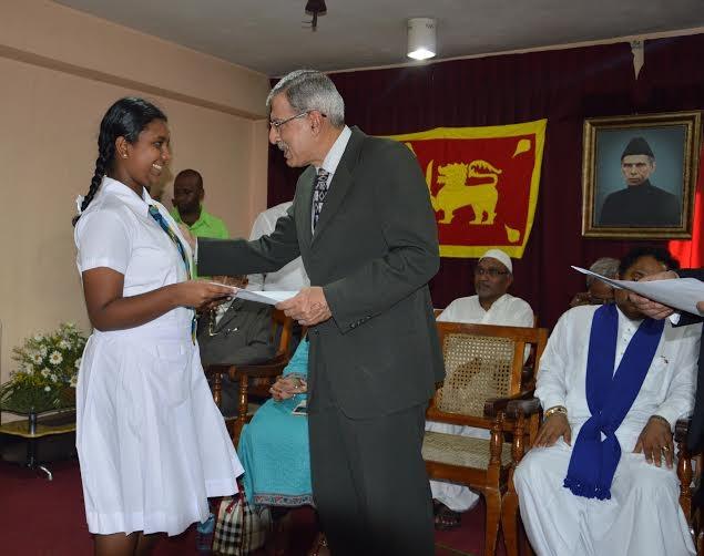 92/ba/160-sri-lankan-students-get-jinnah-scholarships.jpg