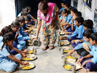 A2/c0/mid-day-meal-scheme-under-sagy.jpg