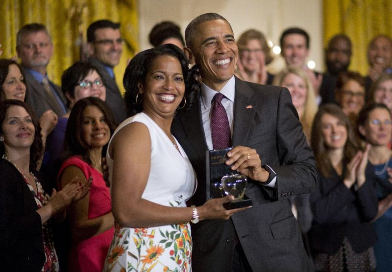 A4/f1/obama-honors-connecticut-woman-as-teacher-of-the-year.jpg