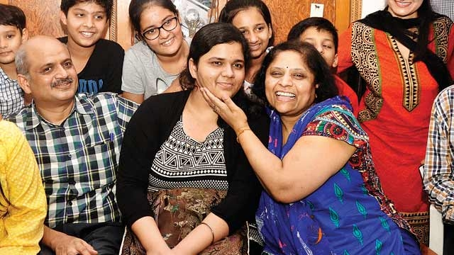 B7/da/delhi-girl-sukriti-gupta-tops-in-cbse-class-12-exam.jpg