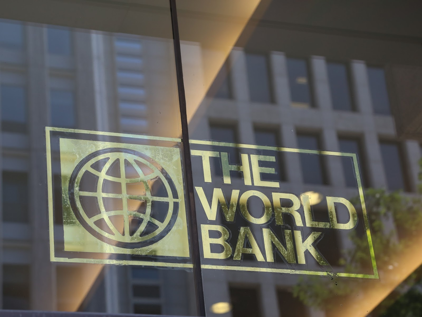 B9/6d/india-signs-agreement-with-world-bank-to-improve-tech-education.jpg